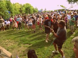 Jamming Dancin' crowd